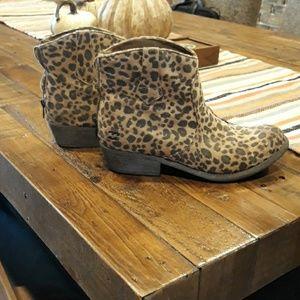 Leopard billabong boots